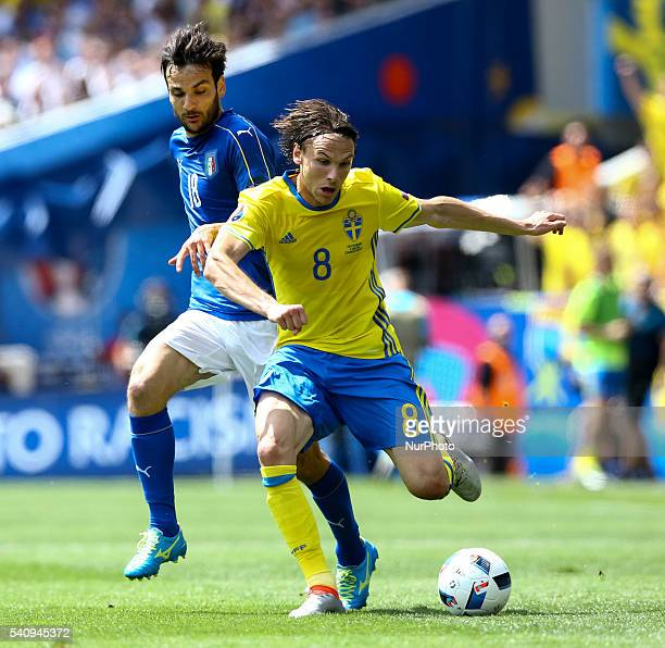 Marco Parolo of Italy and Albin Ekdal of Sweeden fight for the ball during the UEFA EURO 2016 Group E match between Italy and Sweden at Stadium...