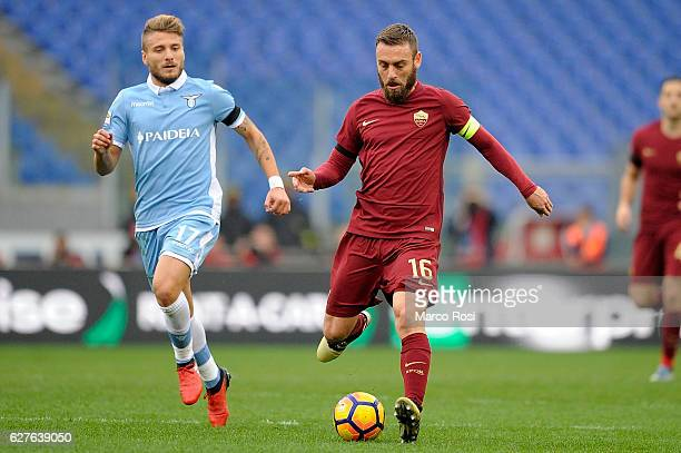 Marco Parolo of SS Lazio compete for the ball with Edin Dzeko of AS Roma during the Serie A match between SS Lazio and AS Roma at Stadio Olimpico on...