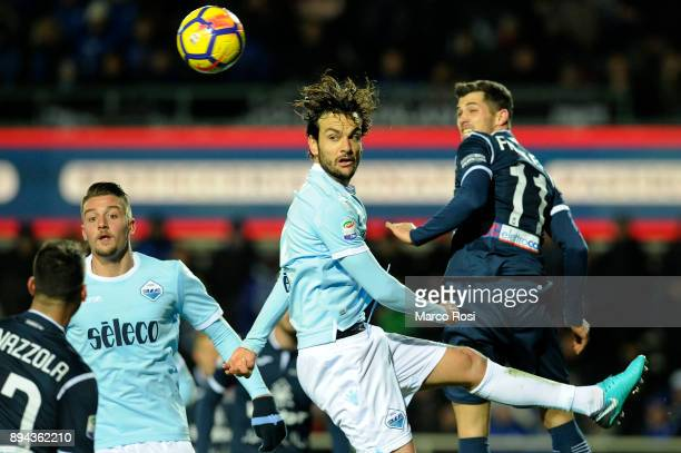 Marco Parolo of SS Lazio compete for the ball with Remo Freuer of Atalanta BC during the Serie A match between Atalanta BC and SS Lazio at Stadio...
