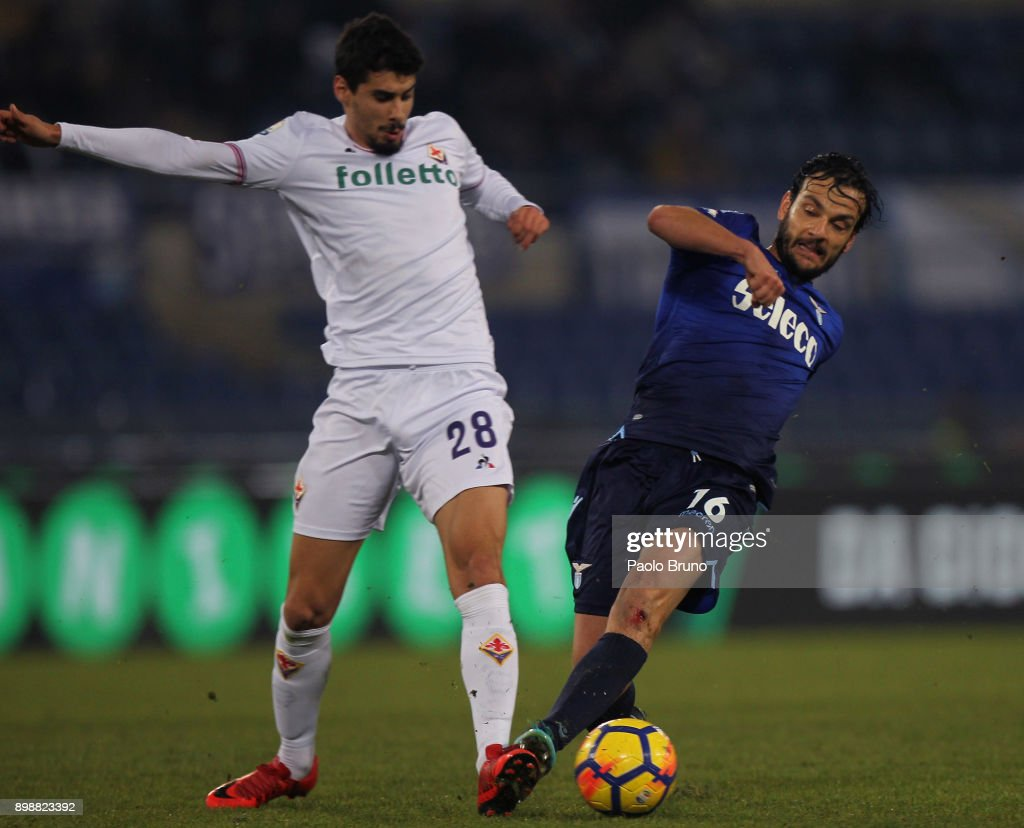 Marco Parolo of SS Lazio competes for the ball with Bastiao Gil Dias (L) of ACF Fiorentina during the TIM Cup match between SS Lazio and ACF Fiorentina at Olimpico Stadium on December 26, 2017 in Rome, Italy.