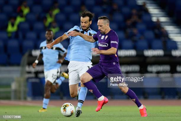 Marco Parolo of SS Lazio competes for the ball with Franck Ribery of ACF Fiorentina during the Serie A match between SS Lazio and ACF Fiorentina at...