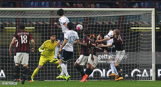 Marco Parolo of SS Lazio scores the opening goal during the Serie A match between AC Milan and SS Lazio at Stadio Giuseppe Meazza on March 20 2016 in...