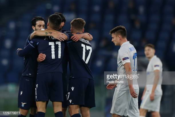 Marco Parolo with his teammates of SS Lazio celebrates after scoring the team's second goal during the UEFA Champions League group F stage match...