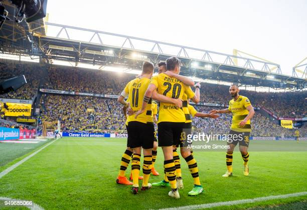 Marco Reus cheers with his team and Maximilian Philipp and Oemer Toprak during the Bundesliga match between Borussia Dortmund and Bayer 04 Leverkusen...