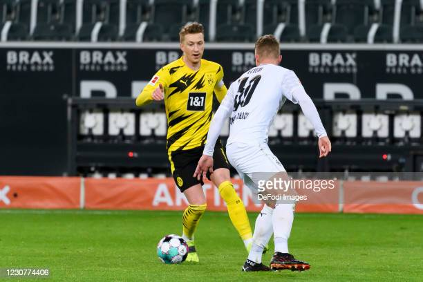 Marco Reus of Borussia Dortmund and Nico Elvedi of Borussia Moenchengladbach battle for the ball during the Bundesliga match between Borussia...