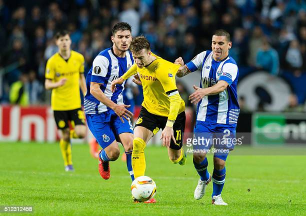 Marco Reus of Borussia Dortmund gets challenged by Yacine Brahimi and Maxi Pereira of FC Porto during to the UEFA Europa League Round of 32 Second...