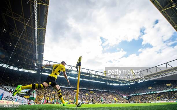 Marco Reus of Dortmund kicks a corner during the Bundesliga match between Borussia Dortmund and Werder Bremen at Signal Iduna Park on May 20 2017 in...