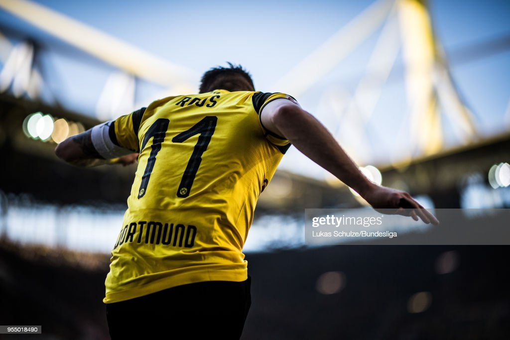 Marco Reus of Dortmund kicks a corner during the Bundesliga match between Borussia Dortmund and 1. FSV Mainz 05 at Signal Iduna Park on May 5, 2018 in Dortmund, Germany.