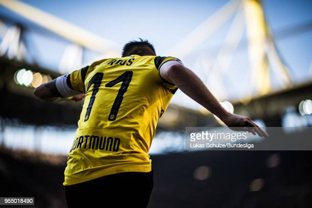 Marco Reus of Dortmund kicks a corner during the Bundesliga match between Borussia Dortmund and 1 FSV Mainz 05 at Signal Iduna Park on May 5 2018 in...