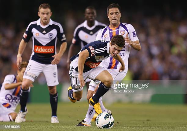 Marco Rojas of the Victory competes for the ball during the ALeague Elimination final match between the Melbourne Victory and Perth Glory at Etihad...