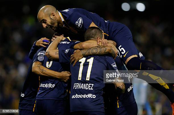Marco Ruben of Rosario Central and teammates celebrate their team's first goal during a second leg match between Rosario Central and Gremio as part...