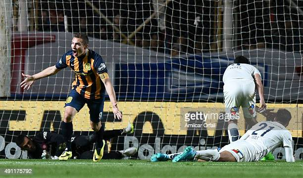 Marco Ruben of Rosario Central celebrates after scoring the second goal of his team during a match between San Lorenzo and Rosario Central as part of...