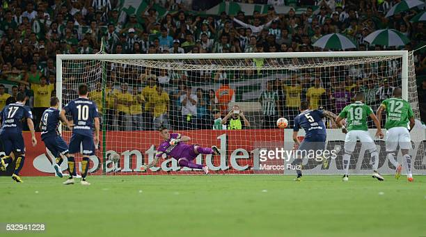 Marco Ruben of Rosario Central scores the first goal of his team during a second leg match between Atletico Nacional and Rosario Central as part of...