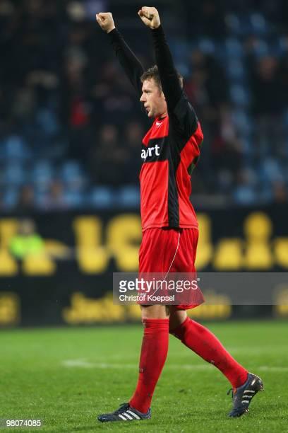 Marco Russ of Frankfurt celebrates the 2:1 victory after the Bundesliga match between VfL Bochum and Eintracht Frankfurt at Rewirpower Stadium on...