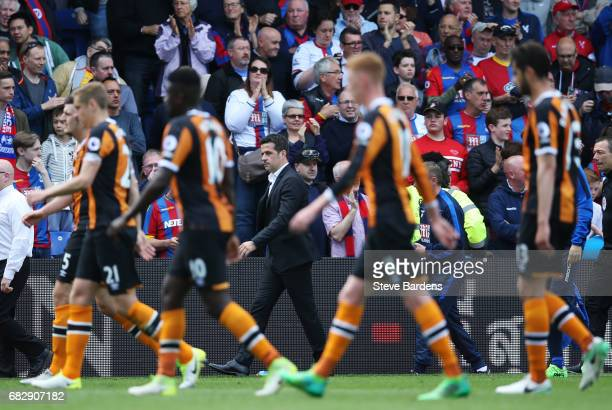 Marco Silva Manager of Hull City and his team walk off looking dejected at half time during the Premier League match between Crystal Palace and Hull...