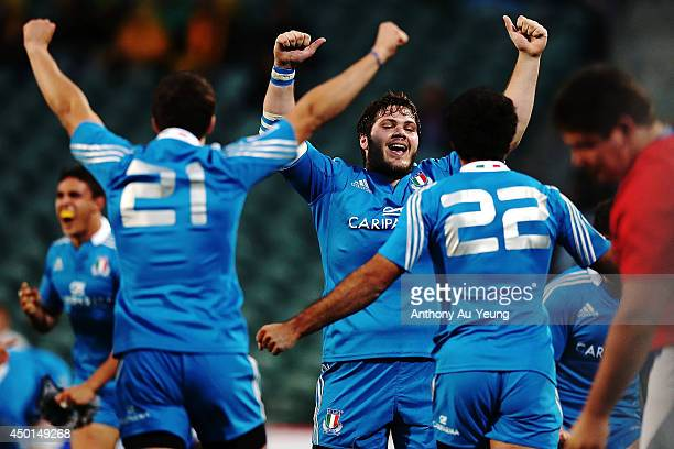 Marco Silva of Italy and the team celebrate the win at the whistle during the 2014 Junior World Championships match between Argentina and Italy at...