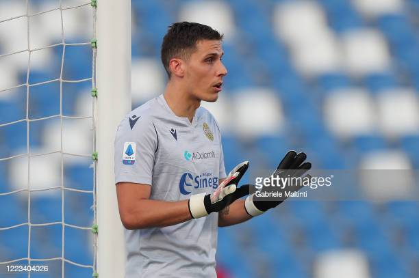 Marco Silvestri of Hellas Verona gestures during the Serie A match between US Sassuolo and Hellas Verona at Mapei Stadium Città del Tricolore on June...