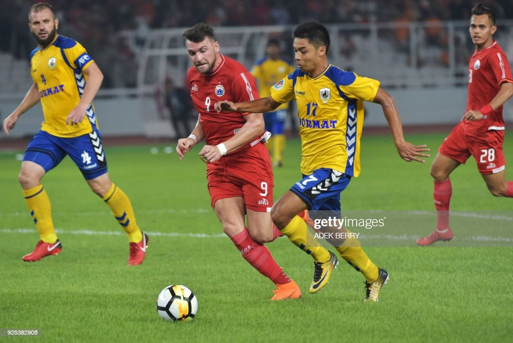 Marco Simic (#9) of Persija Jakarta vies for a ball with Irwan Shah ...