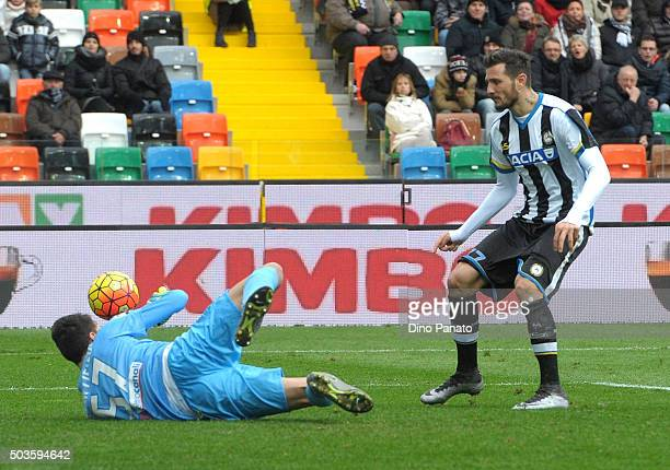 Marco Sportiello goalkeeper of Atalanta BC saves a shot from Cyril Thereau of Udinese Calcio during the Serie A match between Udinese Calcio v...