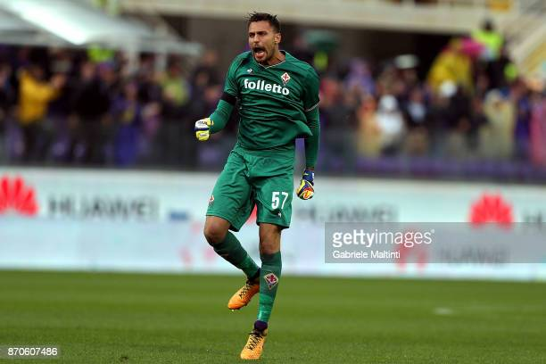 Marco Sportiello of ACF Fiorentina reacts during the Serie A match between ACF Fiorentina and AS Roma at Stadio Artemio Franchi on November 5 2017 in...