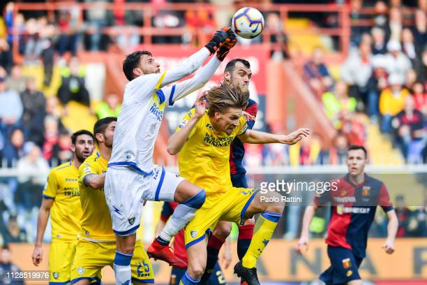 Marco Sportiello of Frosinone Bartosz Salamon of Frosinone and Goran Pandev of Genoa vie for the ball during the Serie A match between Genoa CFC and...