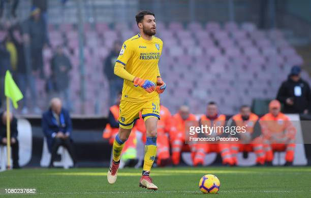 Marco Sportiello of Frosinone Calcio in action during the Serie A match between SSC Napoli and Frosinone Calcio at Stadio San Paolo on December 8...