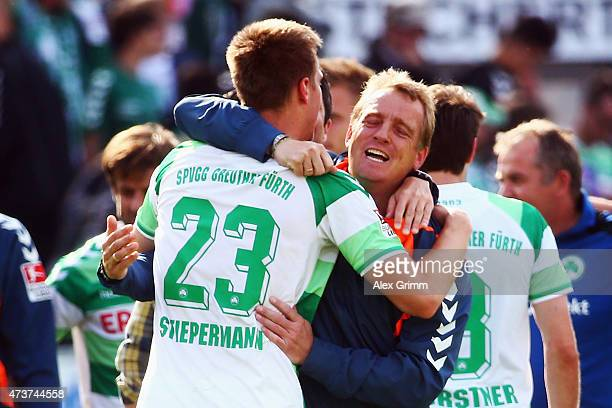 Marco Stiepermann of Greuther Fuerth celebrates with head coach Mike Bueskens after the Second Bundesliga match between SpVgg Greuther Fuerth and SV...