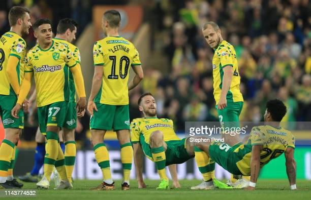 Marco Stiepermann of Norwich City celebrates with Onel Hernandez of Norwich City after he scores his sides first goal during the Sky Bet Championship...