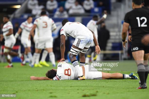 Marco Tauleigne of France leaves the pitch injured during the rugby test match between France and New Zealand at Stade des Lumieres on November 14...