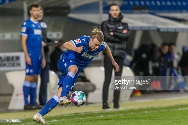 Marco Thiede of Karlsruher SC controls the Ball during the Second Bundesliga match between Karlsruher SC and Hamburger SV at Wildparkstadion on...