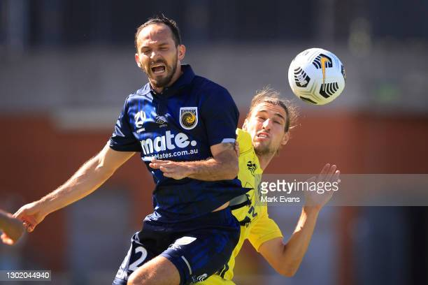 Marco Urena of the Mariners goes up for a header with Alex Rufer of Phoenix during the matchweek 8 A-League match between the Wellington Phoenix and...