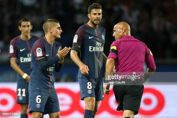 Marco Verratti and Thiago Motta of PSG argue with referee Amaury Delerue during the French Ligue 1 match between Paris Saint Germain and Toulouse FC...