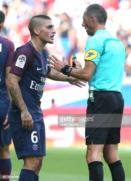 Marco Verratti of PSG argues with referee Mikael Lesage during the French Ligue 1 match between Paris Saint Germain and Amiens SC at Parc des Princes...