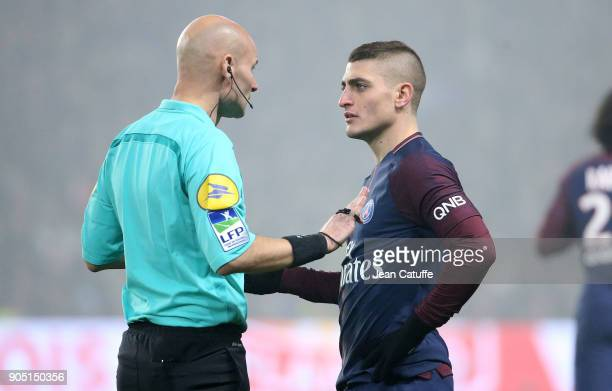 Marco Verratti of PSG argues with referee Tony Chapron during the French Ligue 1 match between FC Nantes and Paris Saint Germain at Stade de la...