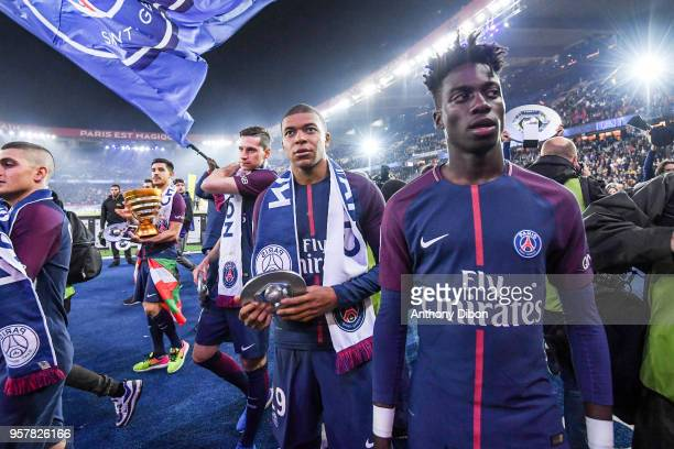 Marco Verratti Yuri Berchiche Julian Draxker Kylian Mbappe and Timothy Weah celebrates during the Ligue 1 match between Paris Saint Germain and Stade...