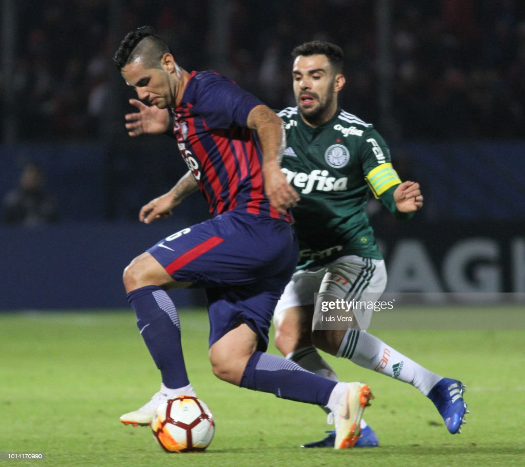 Marcos Acosta of Cerro Porteño and Bruno Corsini of Palmeiras fight for the ball during a round of sixteen match between Cerro Porteno and Palmeiras as part of Copa CONMEBOL Libertadores 2018 at General Pablo Rojas Stadium on August 9, 2018 in Asuncion, Paraguay.