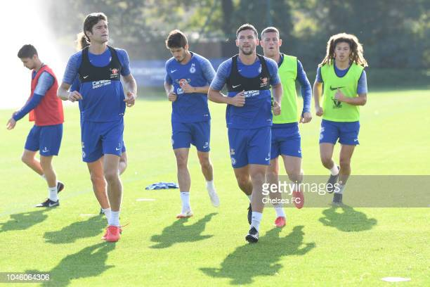 Marcos Alonso Danny Drinkwater Ross Berkley and Ethan Ampadu of Chelsea during a training session at Chelsea Training Ground on October 5 2018 in...