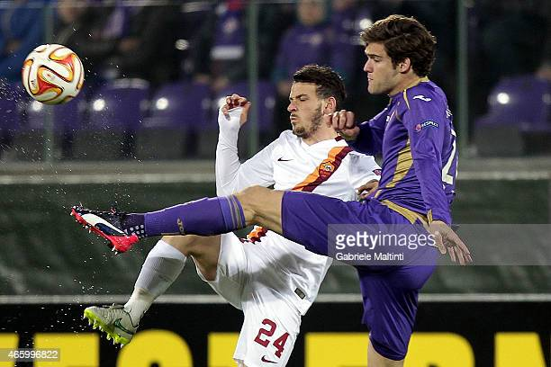 Marcos Alonso of ACF Fiorentina battles for the ball with Alessandro Florenzi of AS Roma during the UEFA Europa League Round of 16 match between ACF...