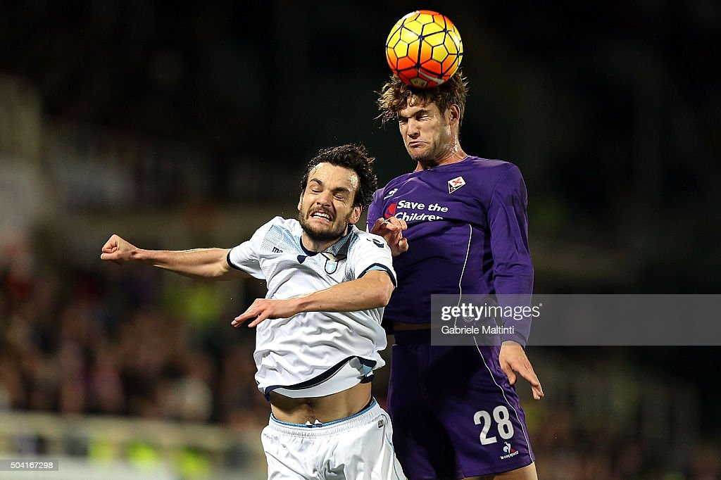 Marcos Alonso of ACF Fiorentina battles for the ball with Marco Parolo of SS Lazio during the Serie A match between ACF Fiorentina and SS Lazio at Stadio Artemio Franchi on January 9, 2016 in Florence, Italy.