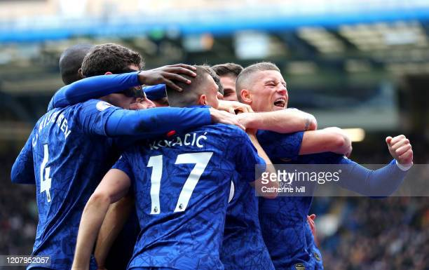 Marcos Alonso of Chelsea celebrates with teammates Mateo Kovacic Andreas Christensen Ross Barkley Olivier Giroud and Mason Mount after scoring his...