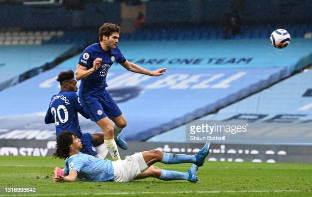 Marcos Alonso of Chelsea scores their side's second goal during the Premier League match between Manchester City and Chelsea at Etihad Stadium on May...