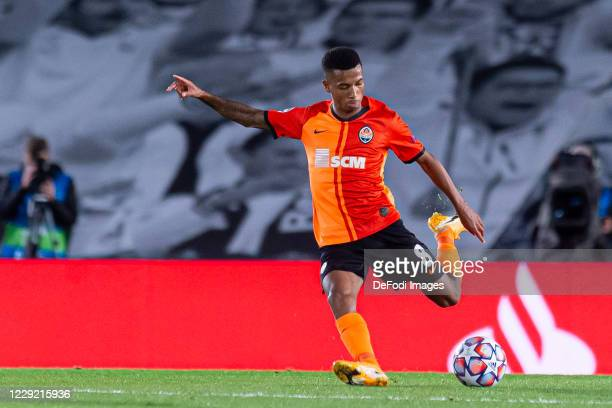 Marcos Antonio of FC Shakhtar Donetsk controls the ball during the UEFA Champions League Group B stage match between Real Madrid and Shakhtar Donetsk...
