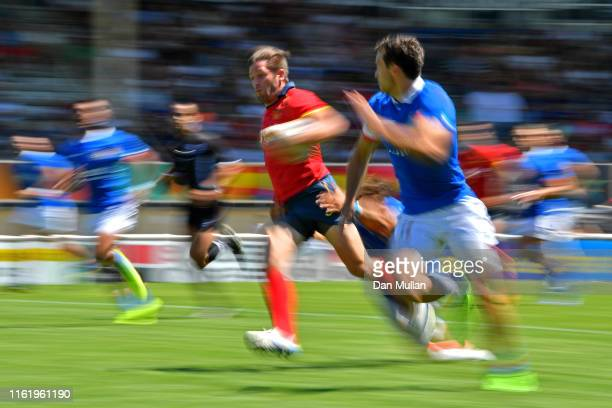 Marcos Gustavo Poggi Ranwez of Spain makes a break past Massimo Cioffi of Italy during the 5th place Semi Final match between Spain and Italy on day...