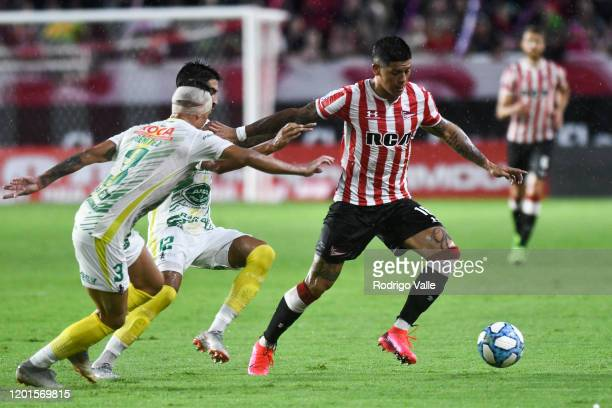 Marcos Rojo of Estudiantes competes for the ball with Juan Lucero of Defensa y Justicia during a match between Estudiantes and Defensa y Justicia as...