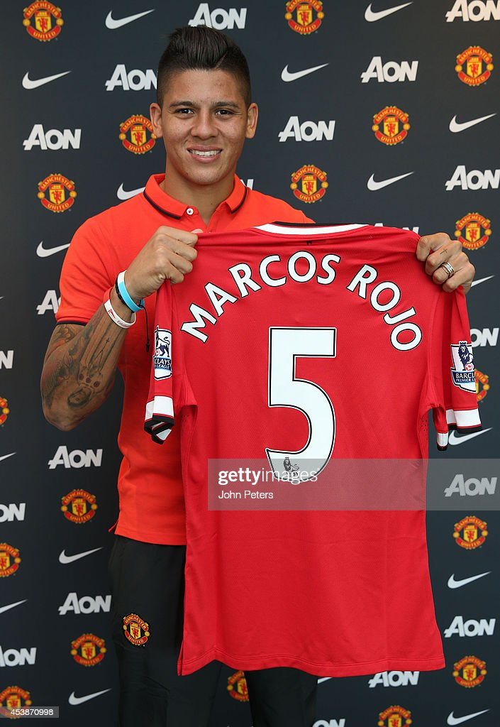 Manchester United Unveil New Signing Marcos Rojo : News Photo