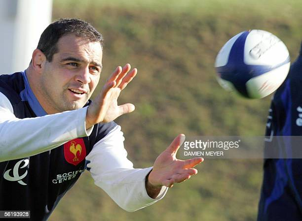 French hooker Raphael Ibanez practices 17 November 2005 during a training session at the Rugby Union National Center in Marcoussis French players...
