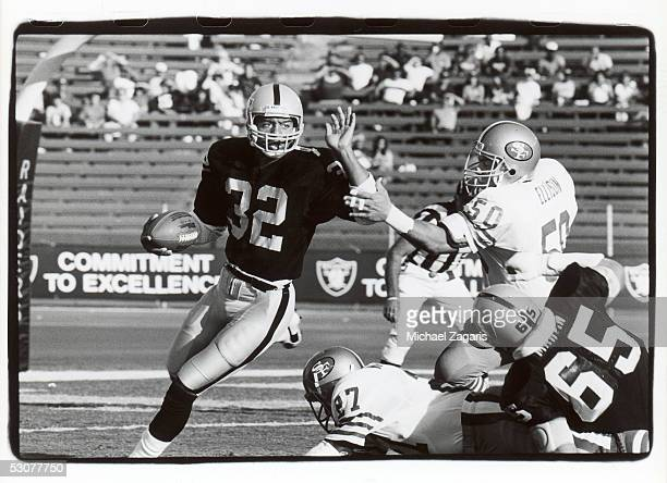 Marcus Allen of the Los Angeles Raiders heads upfield against the San Francisco 49ers during a preseason game in August 1985 at the Los Angeles...