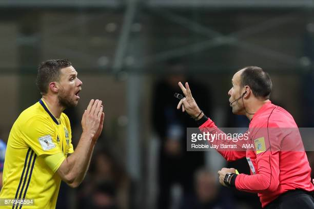 Marcus Berg of Sweden and Referee Antonio Mate Lahoz during the FIFA 2018 World Cup Qualifier PlayOff Second Leg between Italy and Sweden at San Siro...