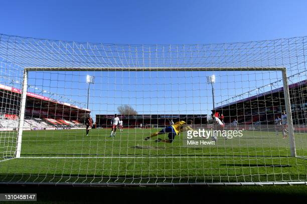 Marcus Bettinelli of Middlesbrough fails to save a shot from Jefferson Lerma of AFC Bournemouth for Bournemouth's second goal during the Sky Bet...