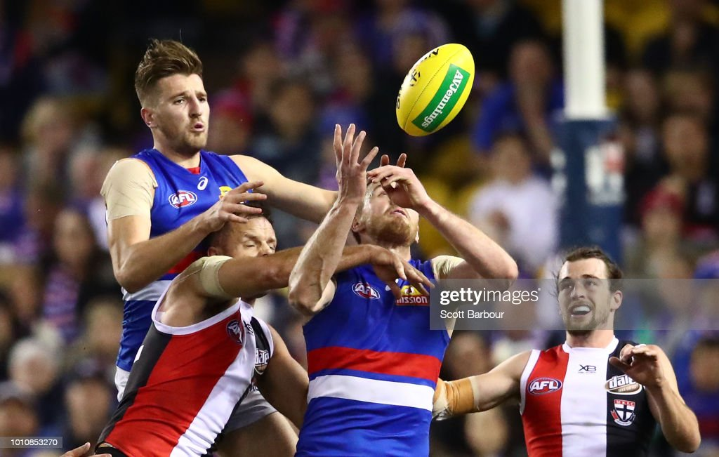 Marcus Bontempelli of the Bulldogs competes for the ball during the round 20 AFL match between the St Kilda Saints and the Western Bulldogs at Etihad Stadium on August 4, 2018 in Melbourne, Australia.